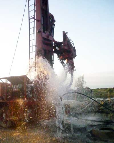 african-water drilling action 2 400x500